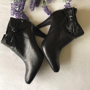 Bandolino Black heeled booties Size 7.5